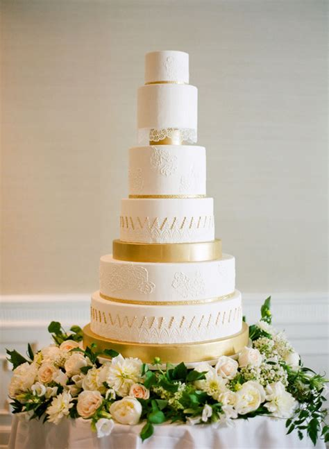 Classic Wedding Cakes by 15 Simple Classic Wedding Cakes Preowned Wedding Dresses