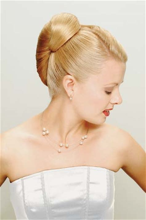 Wedding Hair Up Styles 2012 by Classic Bridal Hairstyles For Hiar With Veil Half Up
