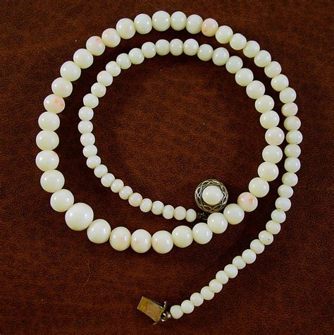 White With Skin Blush Coral Bead Necklace 17