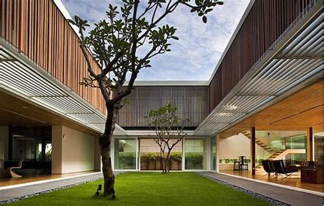 central courtyard  lawn trees luxury house designs