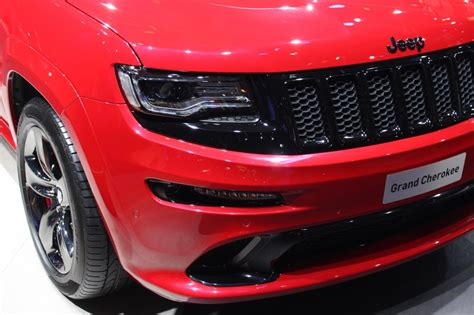 jeep srt 2015 red vapor 2015 jeep grand cherokee srt red vapor edition debuts in paris