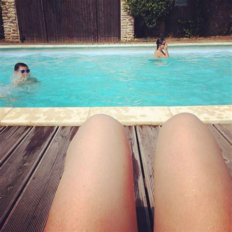 hot dog legs meme photo lol