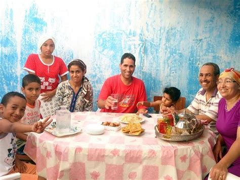 images of family volunteer and intern in morocco projects abroad