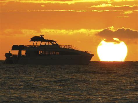 dinner on a boat hawaii sunset cocktail cruise maalaea maui sunset cruise