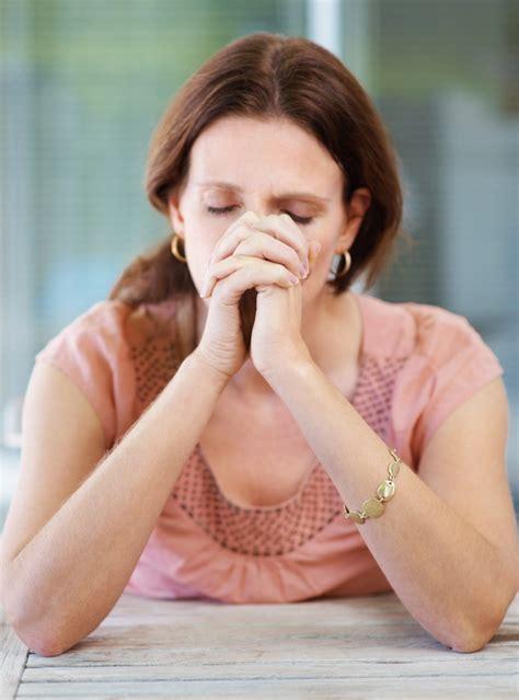 imagenes mujeres orando a dios palabras de consuelo palabras que fortalecen