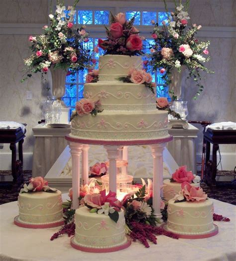 Colors That Match Pink by 157 Best Ideas About Cakes Tiered Traditional Fountain