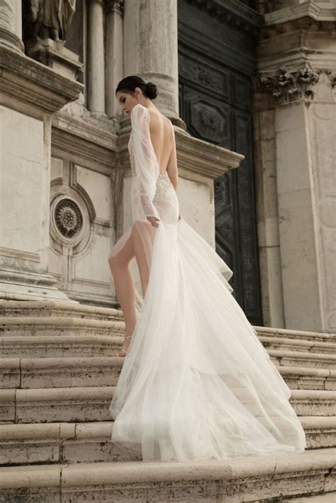 10 go designers for backless wedding dresses