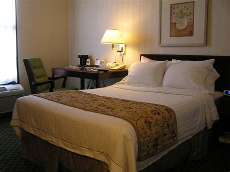 inn bed hotel bed and desk picture of fairfield inn east