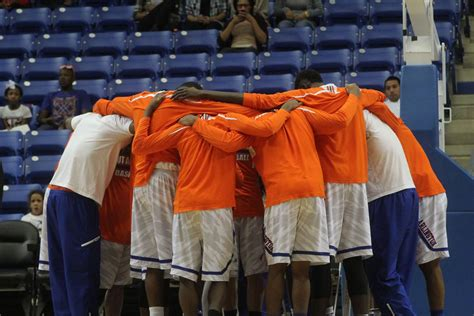 Ut Arlington Fast Track Mba by Basketball Wins 2nd At Home Sports