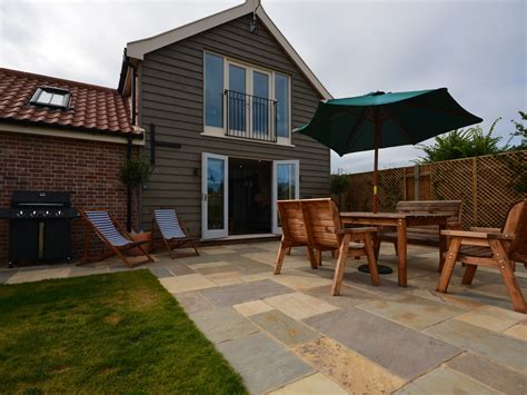 Cottages In East Anglia by 3 Bedroom Cottage In Great Yarmouth Friendly Cottage