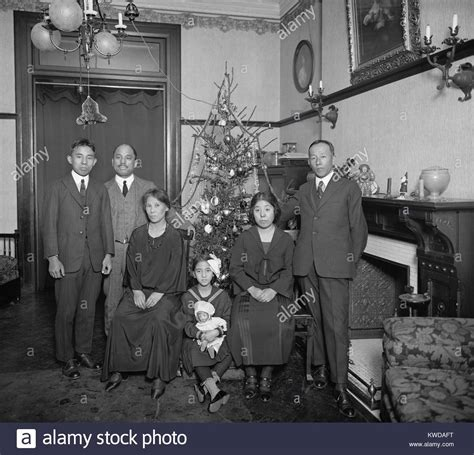 best dressed christmas tree for 1920 house 1920 s family stock photos 1920 s family stock images alamy