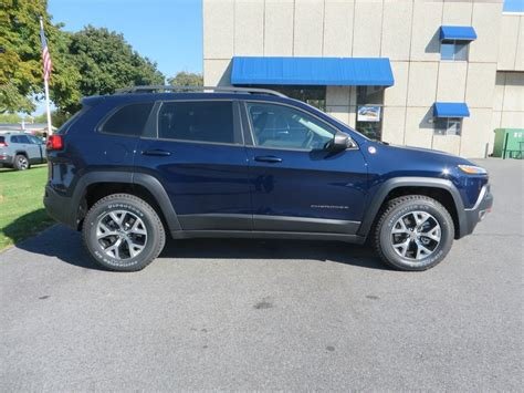 jeep trailhawk blue first 2015 jeep cherokee trailhawk in true blue 2015