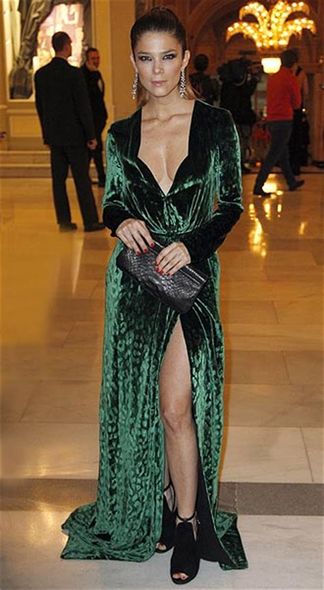 kim kardashian con un vestido de gucci morado y naranja los gucci conquista a las celebrities con un vestido de