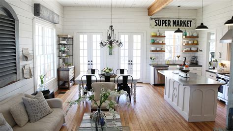 chip and joanna gaines farmhouse tour chip and joanna gaines fixer upper home tour in waco