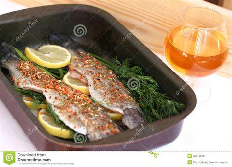 pesce da cucinare pesce pronto da cucinare fotografia stock libera da