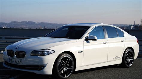 White Series by Bmw 520i White Image 39