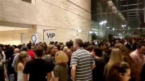ed sheeran qatar crowd at ed sheeran qatar concert 2015 youtube