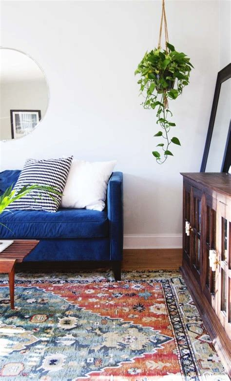 blue couches living rooms the 25 best ideas about blue velvet couch on pinterest
