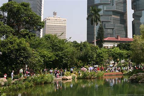 berjalan jalan  taman hongkong wisata hong kong
