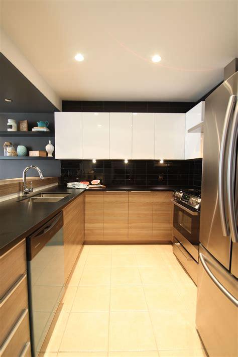 cuisine et comptoir chalet rustique chic cuisine bois et blanc comptoir noir