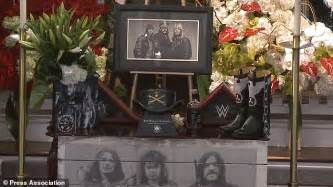 s day cemetery los angeles lemmy tributes led by dave grohl and slash at his funeral