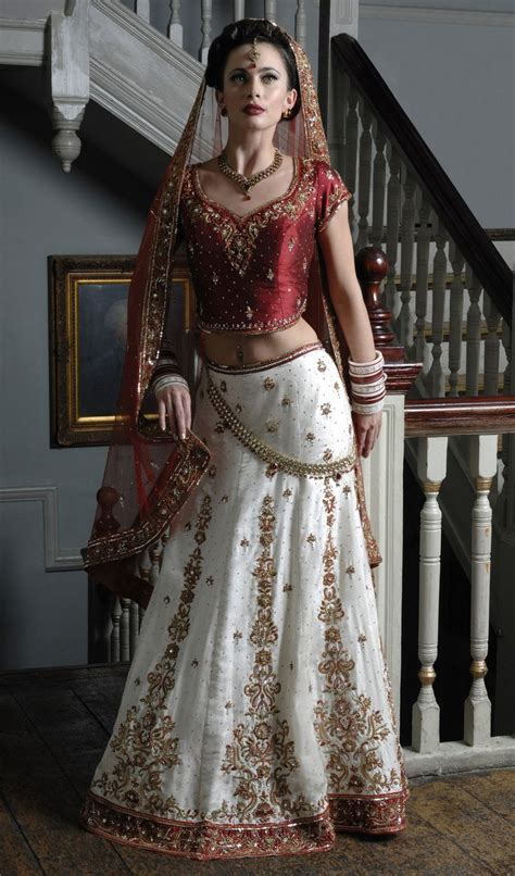 WB11   Ivory brocade silk wedding outfit, with a red raw