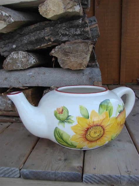 Teapot Planters by Sunflower Teapot Planter Mondus Distinction Garden Decor