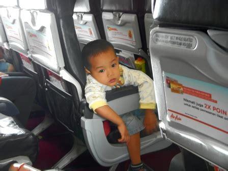 tips naik pesawat balita keluarga tips cerdas
