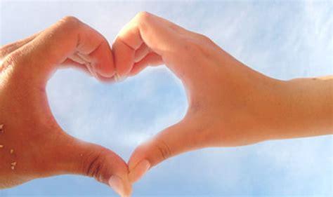 imagenes de corazones hechos con las manos corazones dibujados con las manos