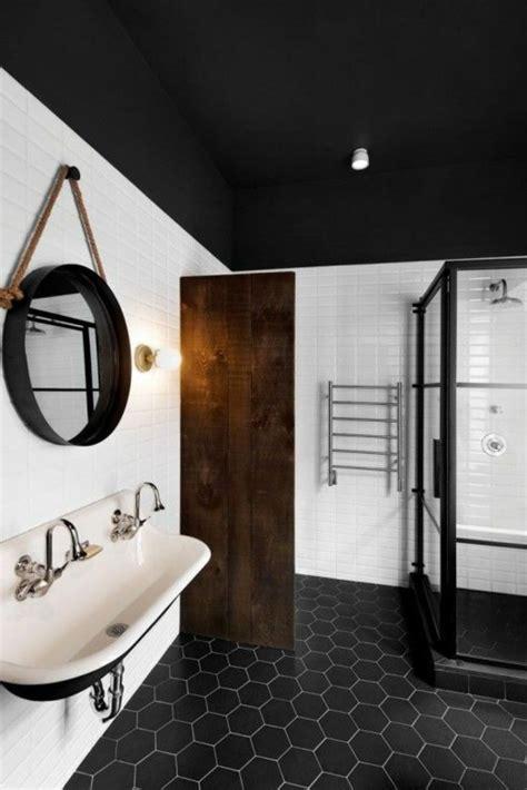 Formidable Amenager Une Salle De Bain #3: salle-de-bain-combles-noir-blanc.jpg