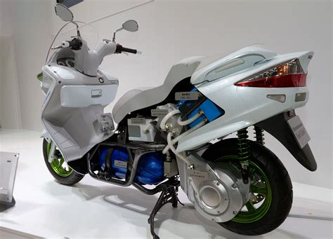 Arem Skywave Silver Original Suzuki file suzuki burgman fuel cell cutaway model 2011 tokyo