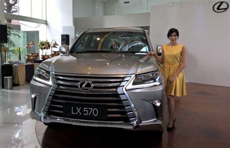 lexus mobil pembeli mobil lexus di indonesia umumnya sudah punya mercy