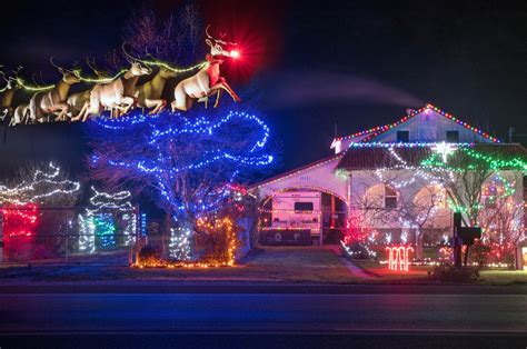 christmas decorations light up osoyoos homes osoyoos