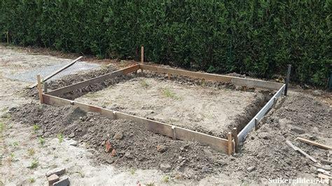 tuinhuis plaatsen op tegels betonplaat tuinhuis