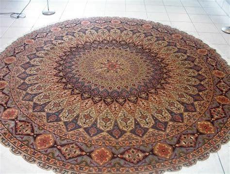 stylische runde teppiche kleine runde teppiche sehen so s 252 223 aus