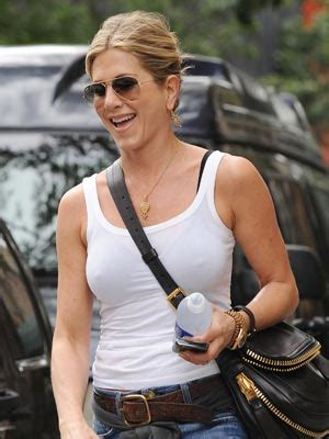 usa latest celeb news jennifer aniston i feel sexy in jeans and justin theroux