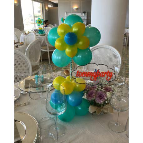 palloncini fiore composizione tavolo con fiori da palloncini