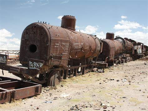 beautiful graveyard  bolivias trains   die