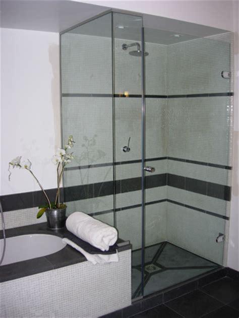 cuisine int馮r馥 but paroi vitree baignoire maison design wiblia com