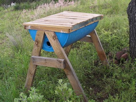 how to make a top bar beehive diy top bar bee hive petdiys com