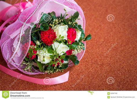 foto sul cuscino mazzo fiore di nozze sul cuscino fotografia stock