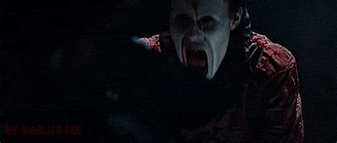 7 Ways To Stay Alive In A Horror by Stay Alive Gifs Wifflegif