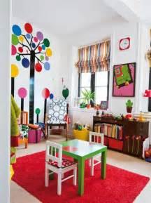Superbe Tapis Chambre Enfant Garcon #5: rideaux-chambre-enfant-pas-cher-%C3%A0-rayures-color%C3%A9s-jaune-rouge-bleu-et-tapis-rouge1.jpg