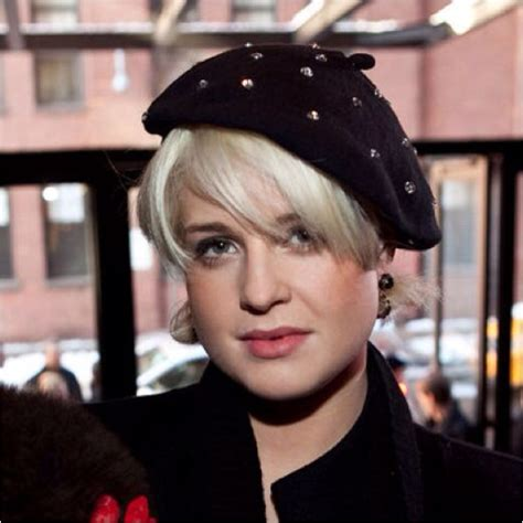 how to wear a beret with bangs berets for women with short hair how to wear a beret with