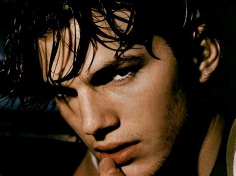 Free Articles by Ashton Kutcher Ashton Kutcher Wallpaper 20058772 Fanpop