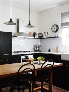 une cuisine terriblement qui ose le noir et blanc
