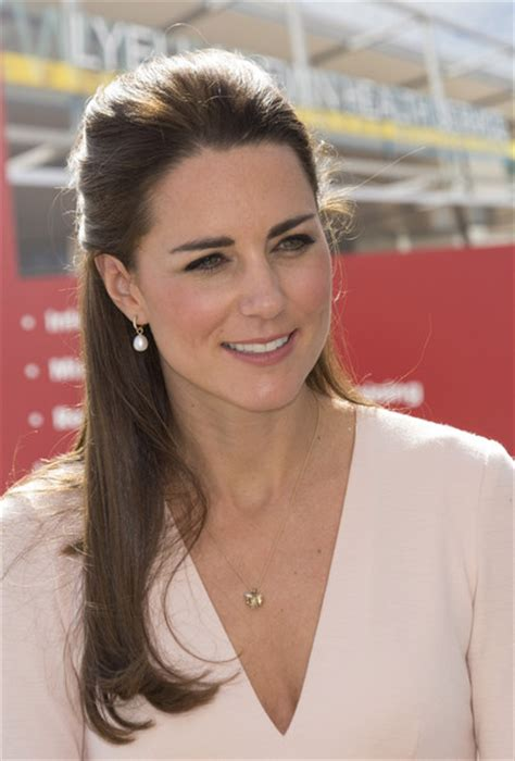 the designer of princess kate s favorite pearl earrings kate middleton s pearl drop earrings and dress outfit
