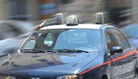 cervo volante pericoloso andorno automobilista cerca di sfuggire ai carabinieri