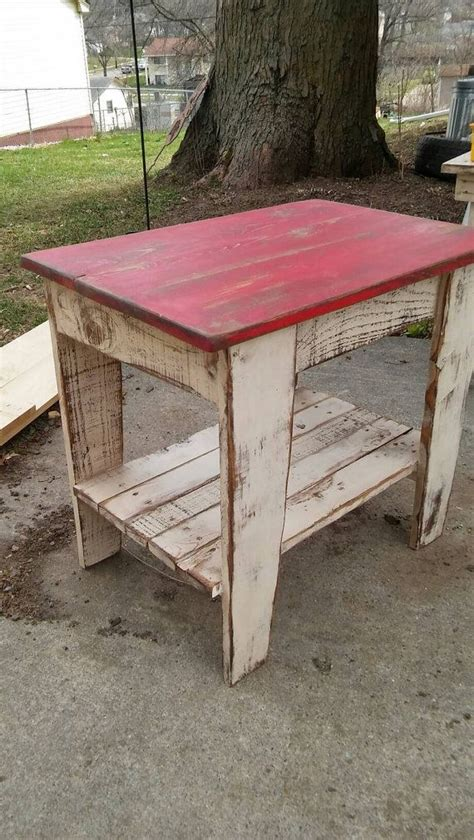 pallet wood end table 25 best ideas about pallet end tables on wood