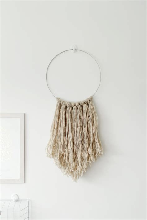 Wall Hangings - easy diy yarn fringe wall hanging